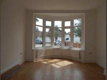 EasyRoommate UK - 5 Bedroom House, London - £2,990 pcm