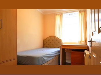 Hanover Court, George IV Street (Looking for one flatmate)