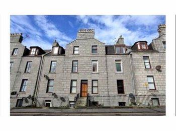 EasyRoommate UK - Large double room in two bedroom flat , Aberdeen - £325 pcm
