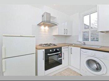 EasyRoommate UK - Beauitful Cosy single room available Stepney Green!, Stepney - £498 pcm