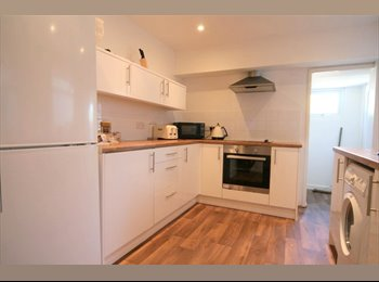 EasyRoommate UK - *ALL BILLS INCLUDED* *FAST WIFI* *LARGE ROOM*, Gloucester - £395 pcm