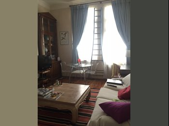 EasyRoommate UK - Lovely double room available in South Ken/Knight, London - £1,100 pcm