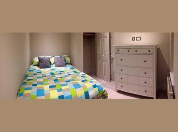 EasyRoommate UK - Room in beautiful converted Victorian Flat, Binfield - £800 pcm