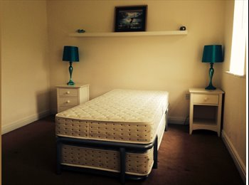 EasyRoommate UK - Large double room with en suite, Redditch - £420 pcm