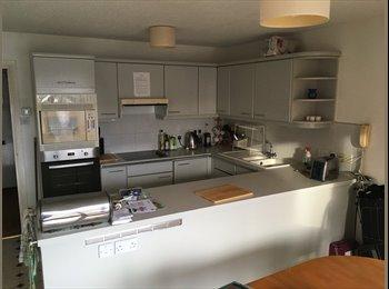 EasyRoommate UK - Port solent spacious room in 3 floors marina house, Portsmouth - £500 pcm