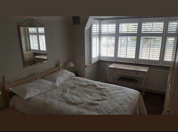 EasyRoommate UK - Spacious Double Room & Single Room Morden+Garden , Morden - £800 pcm
