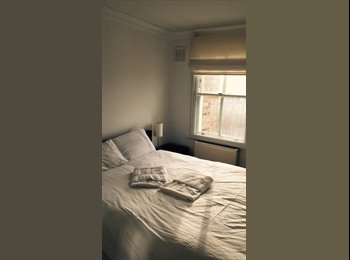 very nice room available at flat in Earls Court