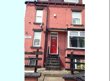 EasyRoommate UK - Double and Single Rooms in Burley, Leeds - £281 pcm