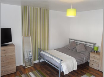 EasyRoommate UK - NEWLY REFURBISHED HOUSE SHARE IN DUDLEY, Dudley - £368 pcm