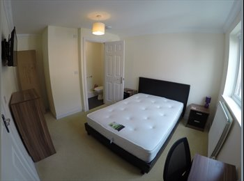SN1 en-suite double room - all bills included - FREE...
