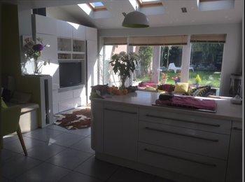 EasyRoommate UK - Very large double room in lovely house in Leckhampton, Cheltenham - £400 pcm