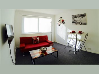 EasyRoommate UK - LOOK!! FREE BEER!! 1 Bed Fully-Furnished Apartment, High Wycombe - £1,600 pcm