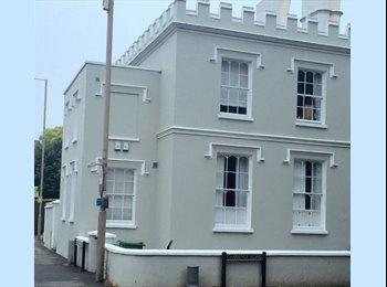 EasyRoommate UK - Spare Room in New 2 Bed Flat, Cheltenham - £400 pcm