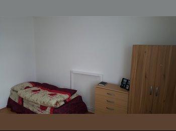 EasyRoommate UK - Room to share for men in Whitechapel 690, Manchester - £500 pcm