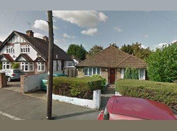 EasyRoommate UK - 3 bed detached unfurnished bungalow to let short term , Morden - £1,300 pcm