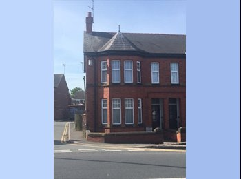 EasyRoommate UK - Students/Young Professional house share Boughton, Chester - £475 pcm