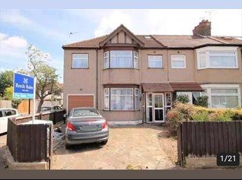 EasyRoommate UK - Lovely Newbury Park Houseshare , Ilford - £510 pcm