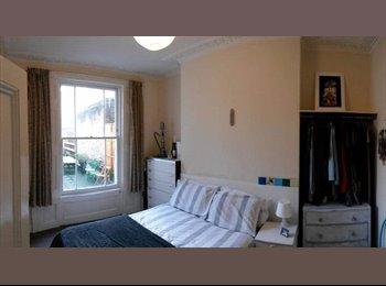 Double room to rent in Holloway road - £630+bills