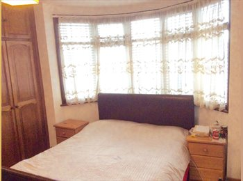 EasyRoommate UK - Large Double Bedroom for rent , Edgware - £650 pcm