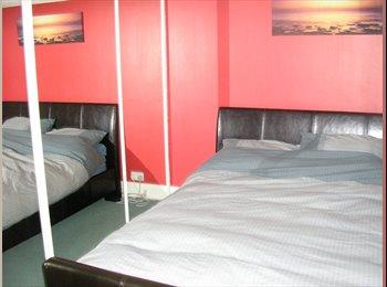 EasyRoommate UK - DOUBLE BEDROOM for 390pcm Abington NN3, Kingsley Park - £390 pcm