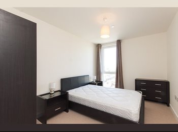 Large Double Room at Panoramic Tower E14 6FA