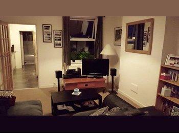 EasyRoommate UK - medium sized bedroom available with two awesome flatmates!, Northampton - £400 pcm
