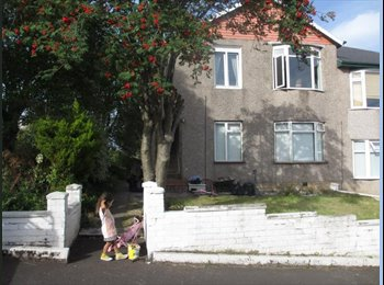 EasyRoommate UK - Sunny Cottage Flat/ Rooms to Rent - 15 mins from central/ 30 from west end, Glasgow - £200 pcm