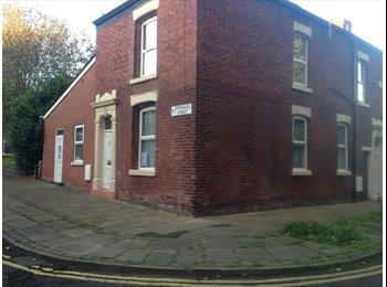 EasyRoommate UK - Wonderful 5 bed student house - Large rooms - City Centre!, Preston - £260 pcm