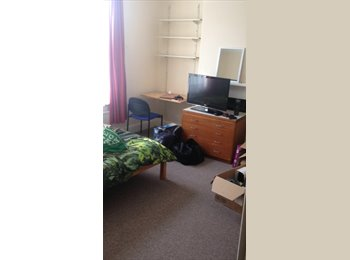 EasyRoommate UK - double room in student house  , Portsmouth - £420 pcm