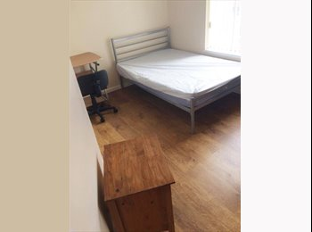 EasyRoommate UK - Spacious furnished double bedroom - urgent!, Manchester - £380 pcm