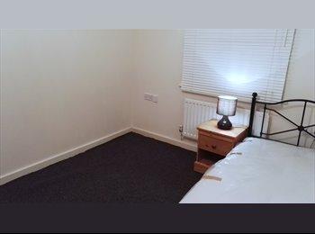 EasyRoommate UK - Big & Spacious Room to Rent in Newbury Park, Ilford - £520 pcm