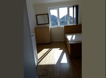 EasyRoommate UK - Newly Refurbished Large Double Bed, Feltham - £650 pcm