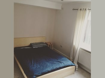 EasyRoommate UK - LARGE DOUBLE ROOM IN 2 BED FLAT IN CHORLTON AVAILABLE OCT 2016 - £425, Manchester - £425 pcm
