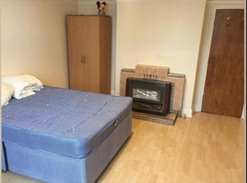 EasyRoommate UK - Furnished 2-bed flat near University to rent, Southampton - £400 pcm