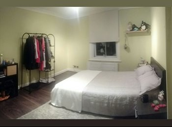 Spacious room in 2bed flat in Wimbledon