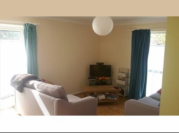 EasyRoommate UK - Double room in bright, friendly flat!, Reading - £600 pcm