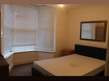 A LUXURY 5  ROOMS READY IN 5 MINUTES FROM STRATFORDSTATION