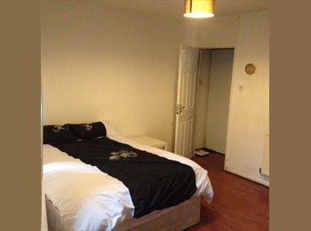 EasyRoommate UK - Double bedroom To Let with Living Room in Whitechapel, London - £860 pcm