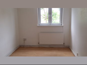 EasyRoommate UK - Double Bedroom To Let in Bethnolgreen **Cheap*, London - £690 pcm