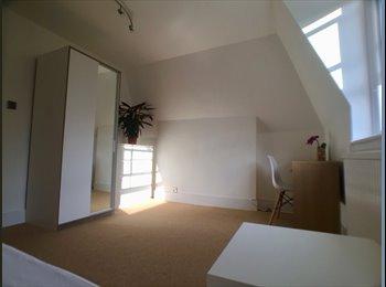 EasyRoommate UK - Beautiful room in Wimbledon, London - £675 pcm