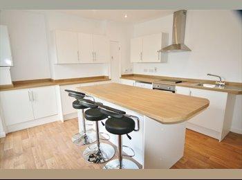 EasyRoommate UK - *FREE VIRGIN WIFI* *EN-SUITE* *RECENTLY REFURBISHED PROPERTY*, Gloucester - £435 pcm