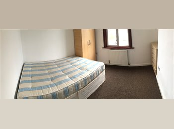 EasyRoommate UK - FANTASTIC DOUBLE ROOM FOR SINGLE USE IN SOUTHALL AVAILABLE NOW £100PW ALL INCL., Southall - £400 pcm