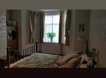 EasyRoommate UK - Beautiful Spacious Period Designed Room / Large Garden, London - £800 pcm
