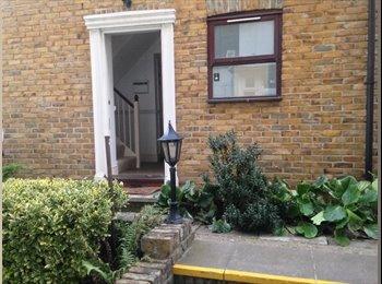 EasyRoommate UK - 3 BEDROOM HOUSE, London - £3,029 pcm