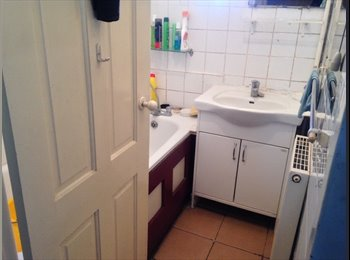 EasyRoommate UK - Double Room, Located near Whitechapel Station, London - £650 pcm