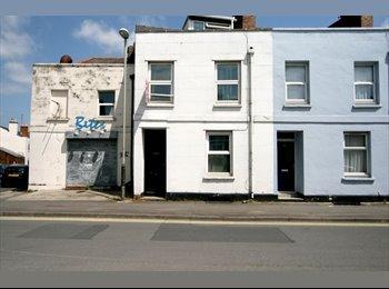 EasyRoommate UK - *GREAT LOCATION**DOUBLE BED**PROF SHARE**INC BILLS*, Cheltenham - £395 pcm