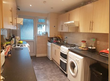EasyRoommate UK - Double Room in west drayton, near heathrow and stockley park with Bills Included , West Drayton - £540 pcm