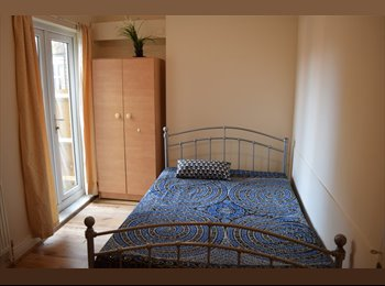 Double room in Tooting Broadway.Available now.