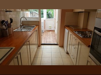 Very Big Double Room with Build in Wardrobes in E6
