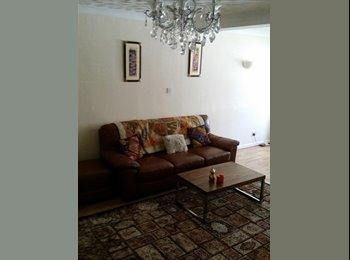 EasyRoommate UK - Good size single room, Hatfield - £350 pcm